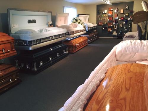 Les cercueils de la Maison funéraire Racicot et du Salon St-Isidore